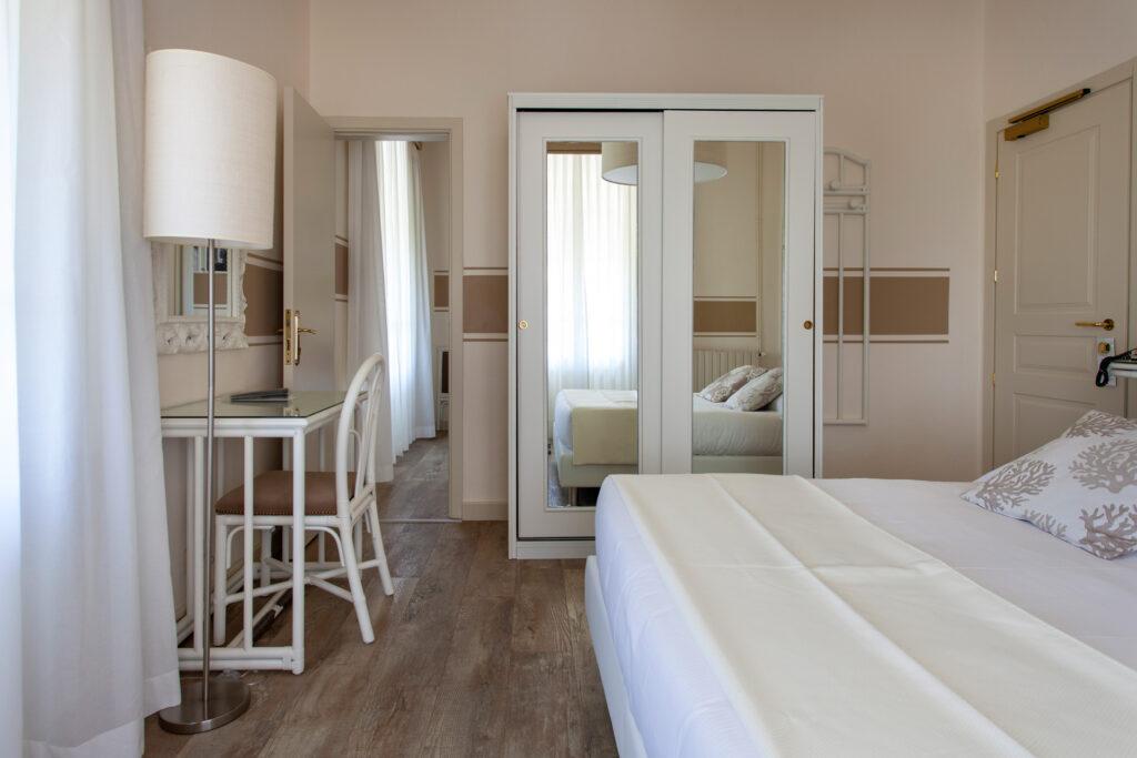 camera-comunicante-con-balcone-hotelolimpia-2