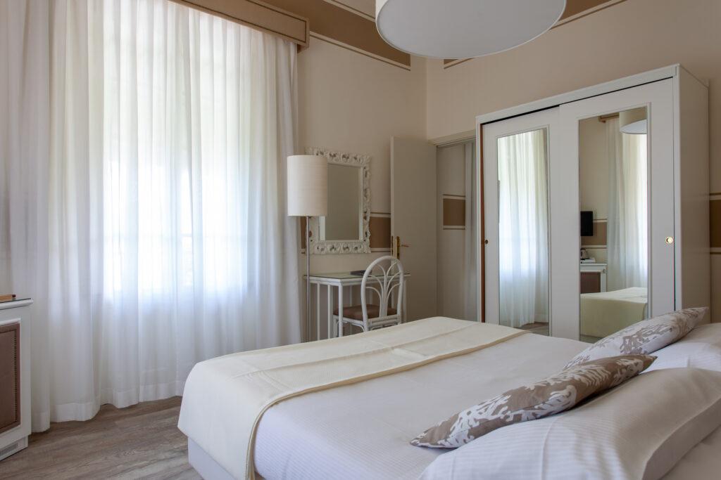 camera-comunicante-con-balcone-hotelolimpia-3