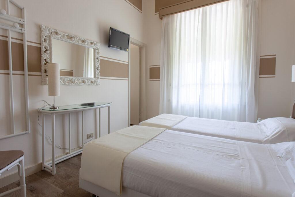 camera-comunicante-con-balcone-hotelolimpia-7