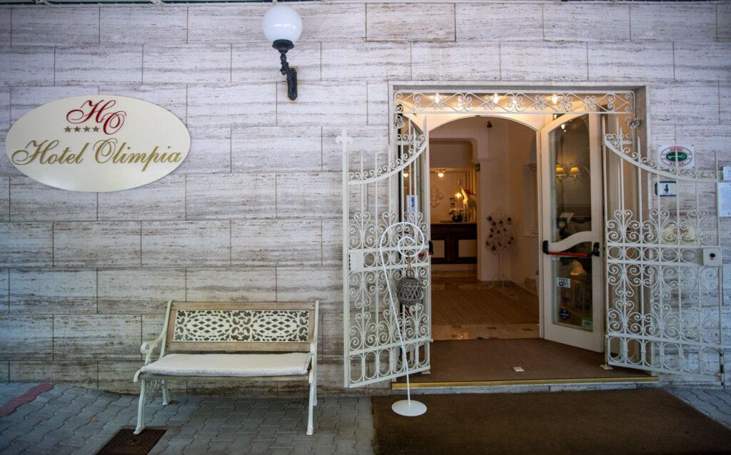hall-esterno-hotelolimpia-forte-dei-marmi-17